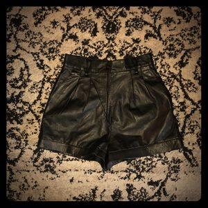 🖤 Vintage 🖤 Black Leather Shorts 🖤